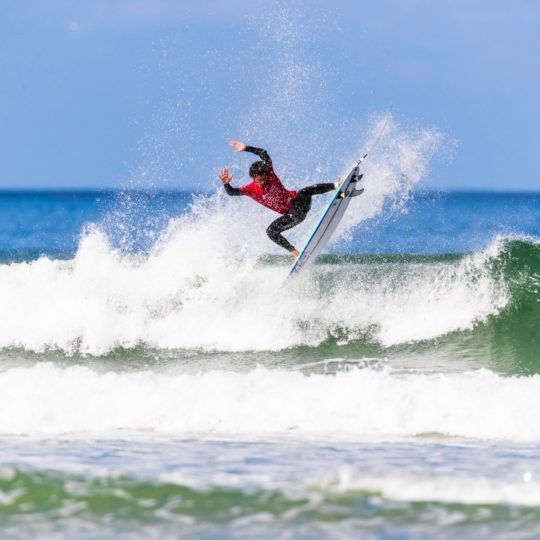 https://www.ligue-bretagne-surf.bzh/wp-content/uploads/2019/05/Junior-Pro-La-Torche-2019-12-540x540.jpg